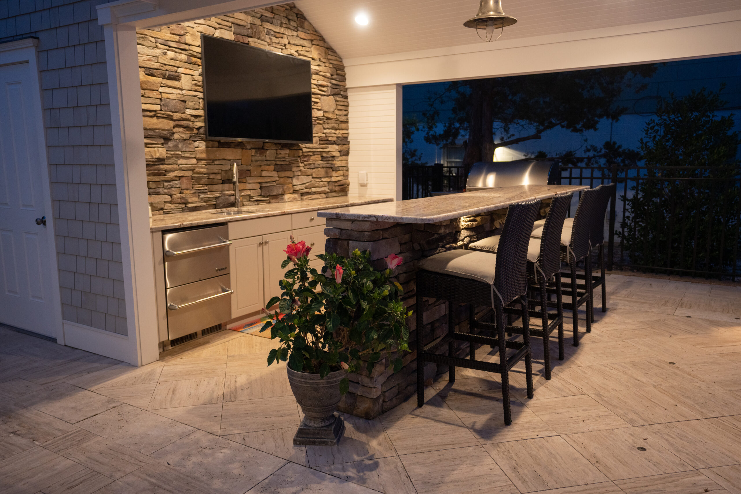 Outdoor Living - Kitchen and Bar